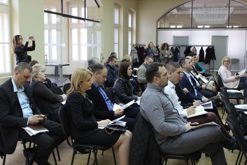 Više od 200 predstavnika i predstavnica iz 86 lokalnih samouprava u Srbiji informisano je o podršci Vlade Švajcarske razvoju opština kroz program Swiss PRO.